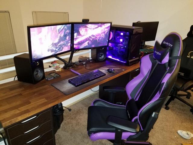 PC_Desk_MultiDisplay104_71.jpg