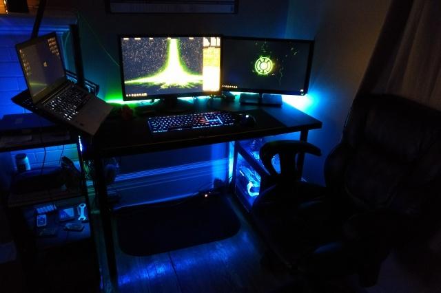 PC_Desk_MultiDisplay104_73.jpg