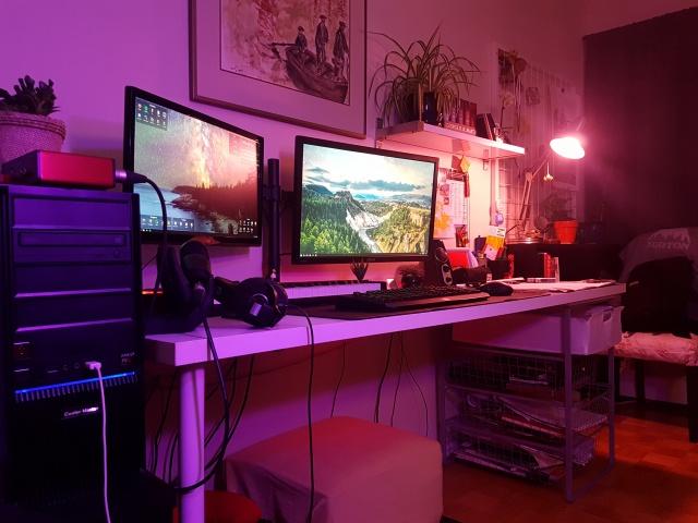 PC_Desk_MultiDisplay104_75.jpg