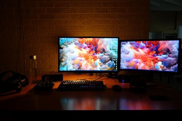 PC_Desk_MultiDisplay104_77.jpg