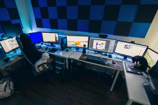 PC_Desk_MultiDisplay104_84.jpg