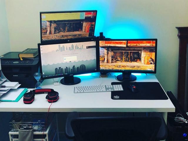 PC_Desk_MultiDisplay104_93.jpg