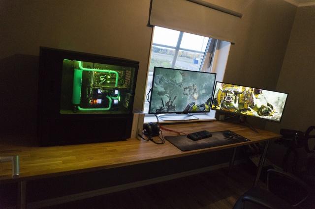 PC_Desk_MultiDisplay104_98.jpg