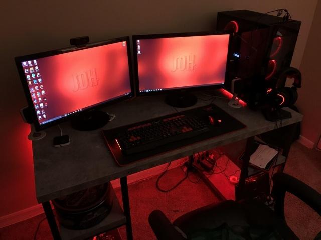 PC_Desk_MultiDisplay104_99.jpg