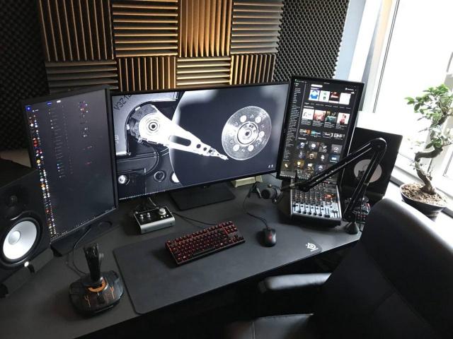 PC_Desk_MultiDisplay105_01.jpg