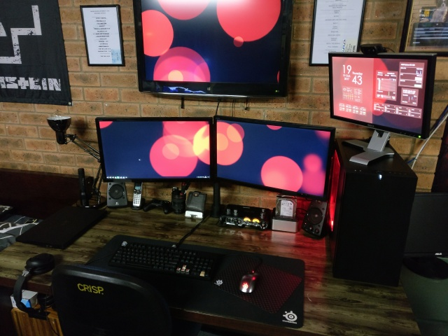 PC_Desk_MultiDisplay105_26.jpg