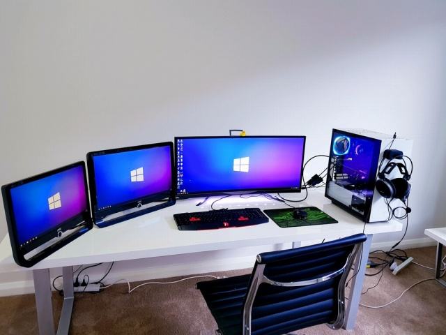 PC_Desk_MultiDisplay106_88.jpg