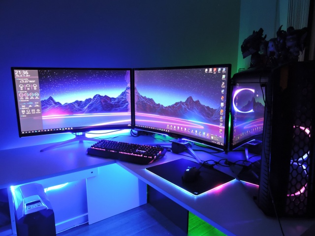 PC_Desk_MultiDisplay107_01.jpg