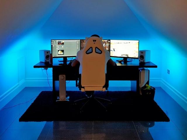 PC_Desk_MultiDisplay108_01.jpg