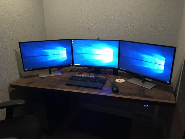 PC_Desk_MultiDisplay108_21.jpg
