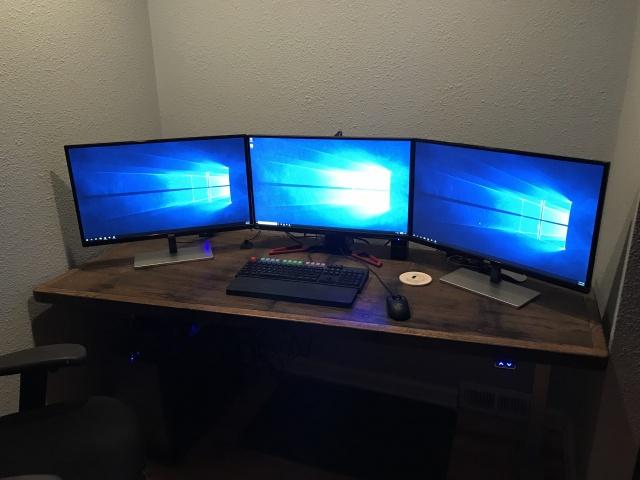 PC_Desk_MultiDisplay108_21.jpg