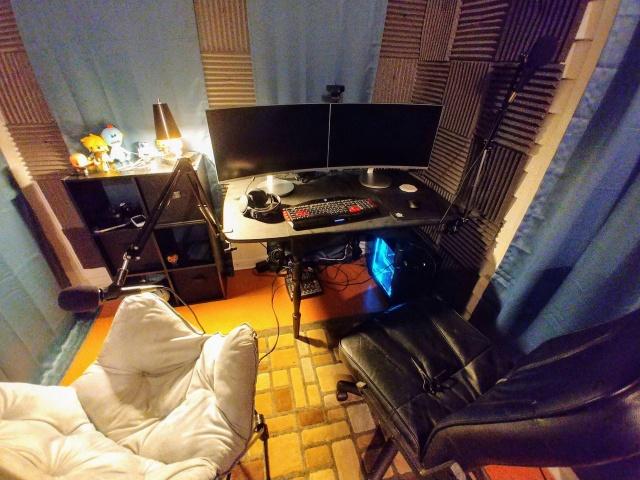 PC_Desk_MultiDisplay108_28.jpg