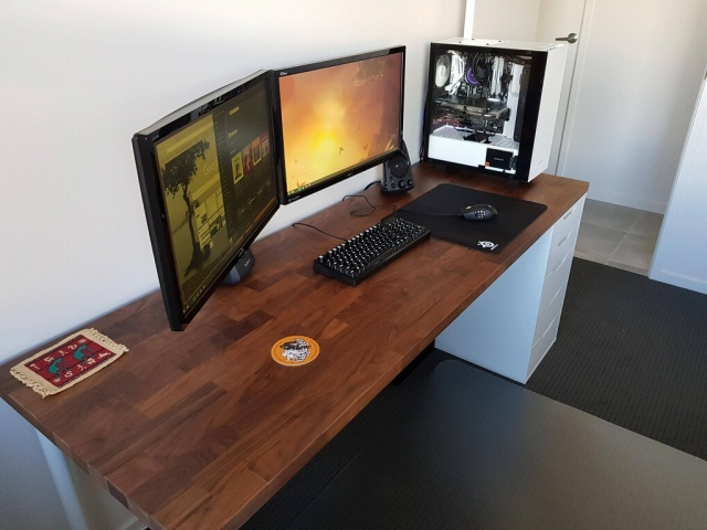 PC_Desk_MultiDisplay108_32.jpg