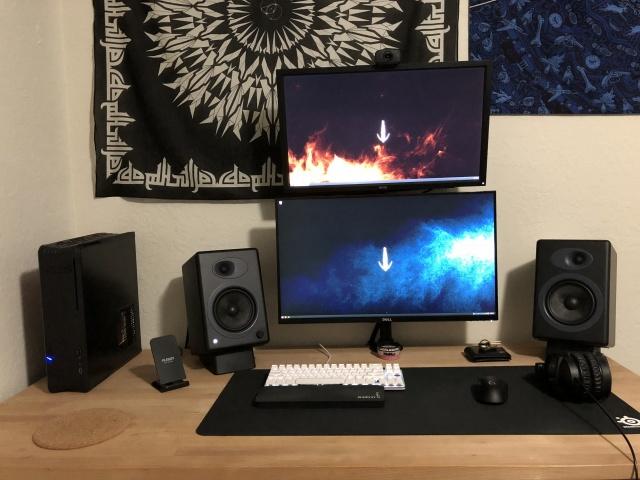 PC_Desk_MultiDisplay108_53.jpg