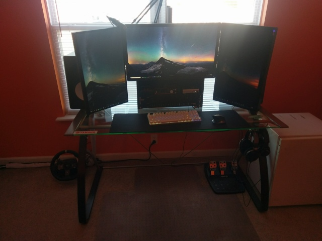 PC_Desk_MultiDisplay108_68.jpg