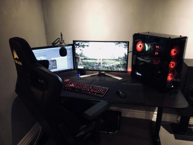 PC_Desk_MultiDisplay108_76.jpg