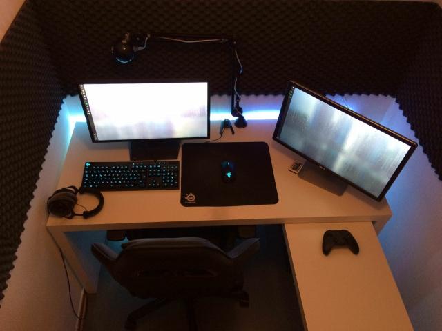 PC_Desk_MultiDisplay108_90.jpg