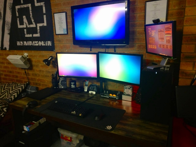 PC_Desk_MultiDisplay91_53.jpg