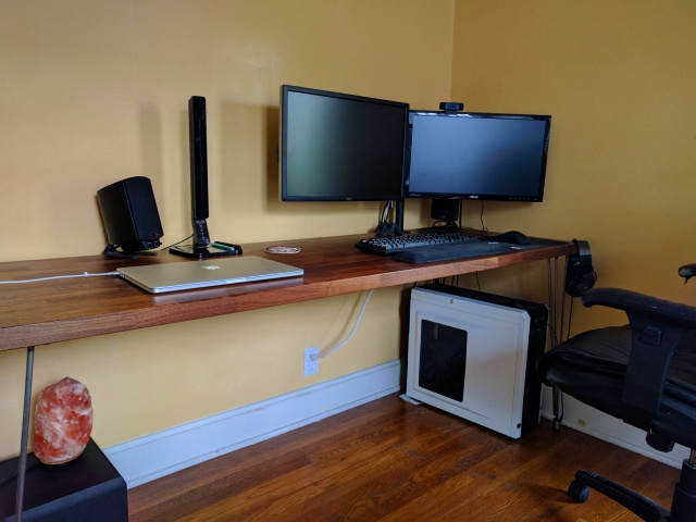 PC_Desk_MultiDisplay91_75.jpg
