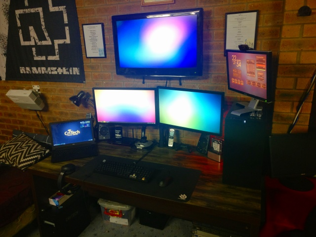PC_Desk_MultiDisplay91_85.jpg