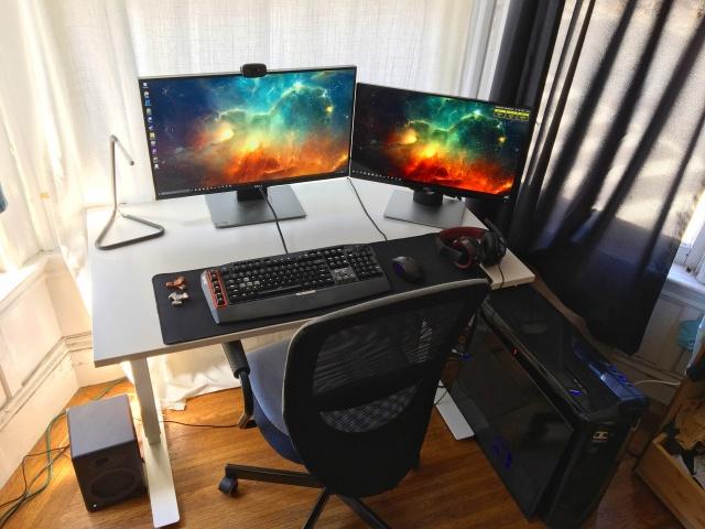 PC_Desk_MultiDisplay92_49.jpg