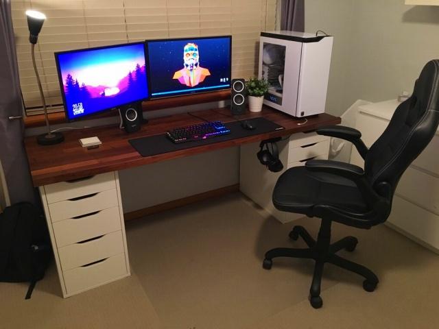 PC_Desk_MultiDisplay92_69.jpg