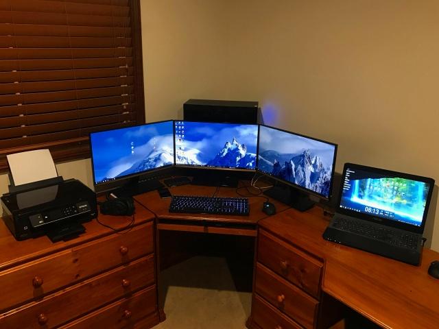 PC_Desk_MultiDisplay92_77.jpg