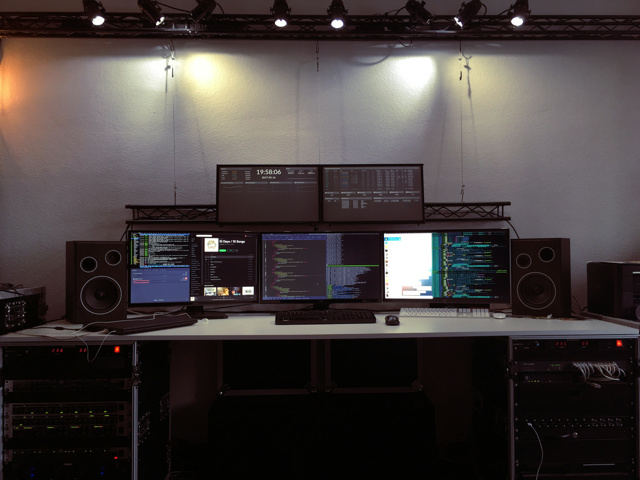 PC_Desk_MultiDisplay94_01.jpg