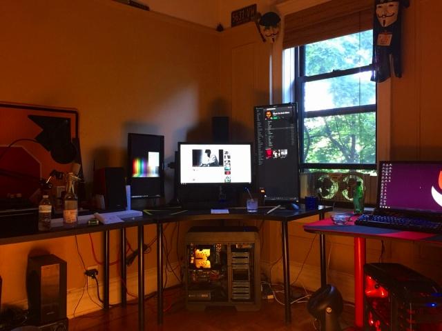 PC_Desk_MultiDisplay94_02.jpg