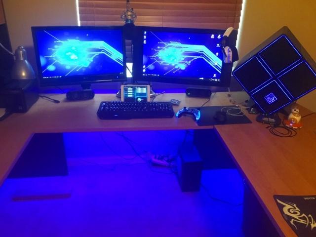 PC_Desk_MultiDisplay94_11.jpg