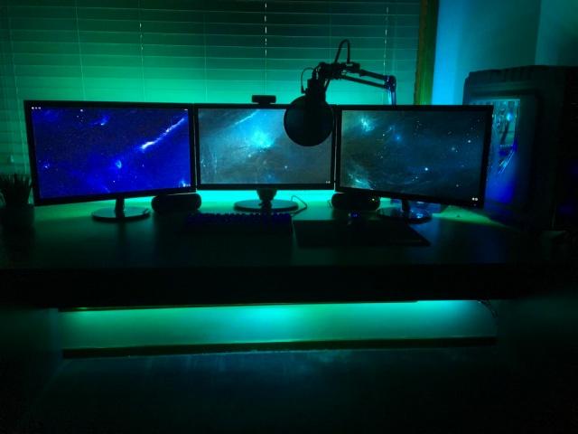 PC_Desk_MultiDisplay94_22.jpg