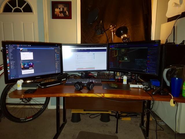PC_Desk_MultiDisplay94_25.jpg