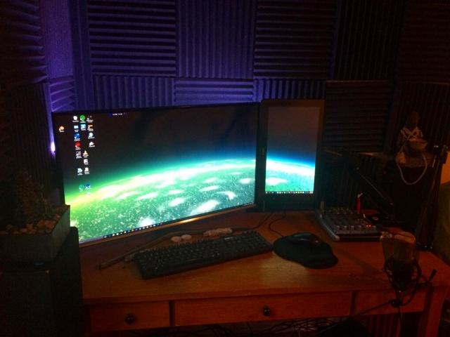 PC_Desk_MultiDisplay94_48.jpg