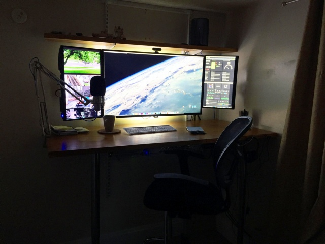 PC_Desk_MultiDisplay94_56.jpg