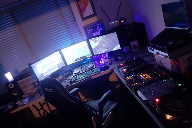PC_Desk_MultiDisplay94_58.jpg
