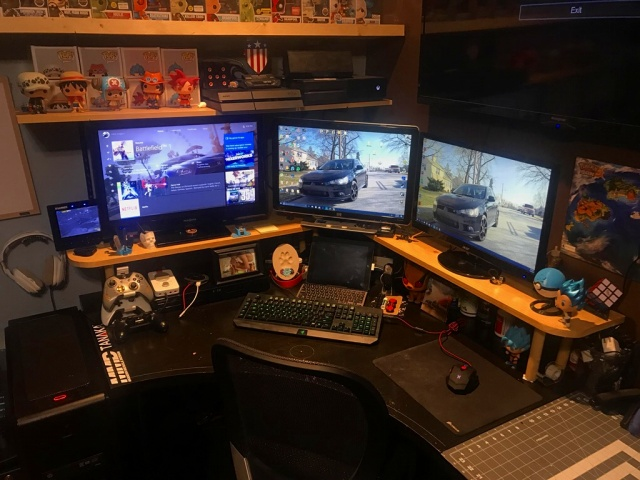 PC_Desk_MultiDisplay94_65.jpg
