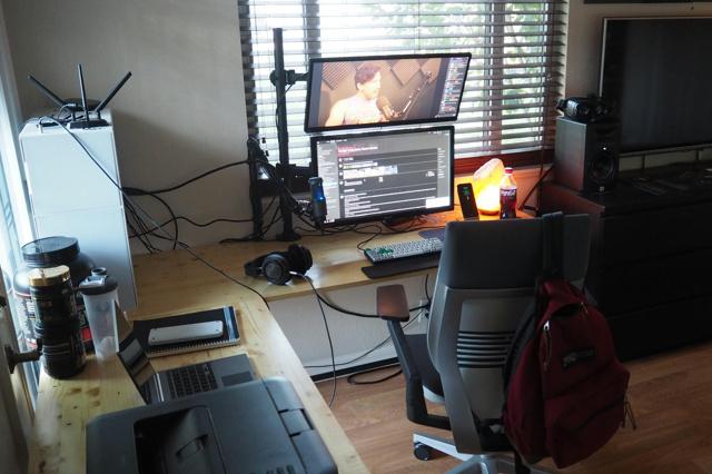 PC_Desk_MultiDisplay94_70.jpg