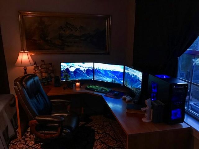 PC_Desk_MultiDisplay94_77.jpg