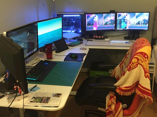 PC_Desk_MultiDisplay94_83.jpg