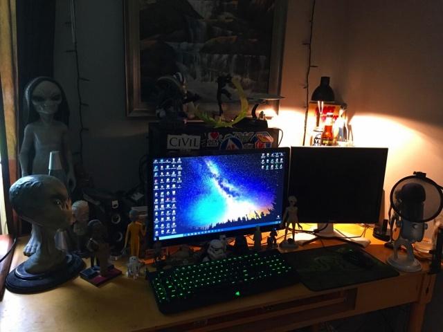 PC_Desk_MultiDisplay94_87.jpg