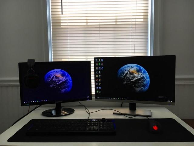 PC_Desk_MultiDisplay94_93.jpg