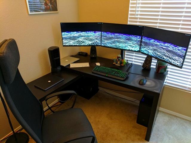 PC_Desk_MultiDisplay95_44.jpg