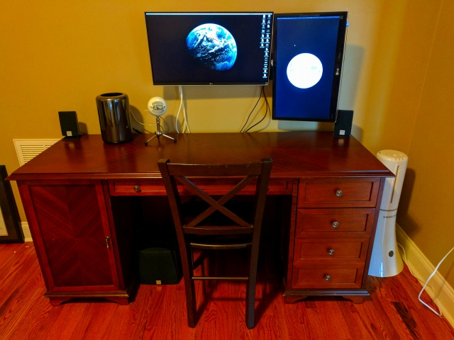PC_Desk_MultiDisplay95_67.jpg