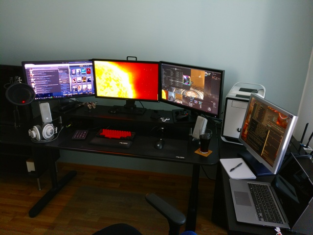 PC_Desk_MultiDisplay95_68.jpg