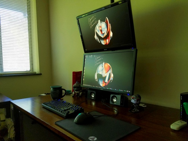 PC_Desk_MultiDisplay95_75.jpg
