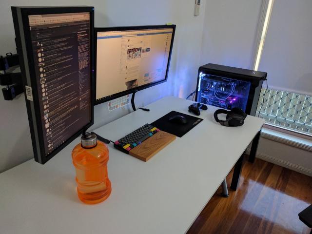 PC_Desk_MultiDisplay96_49.jpg