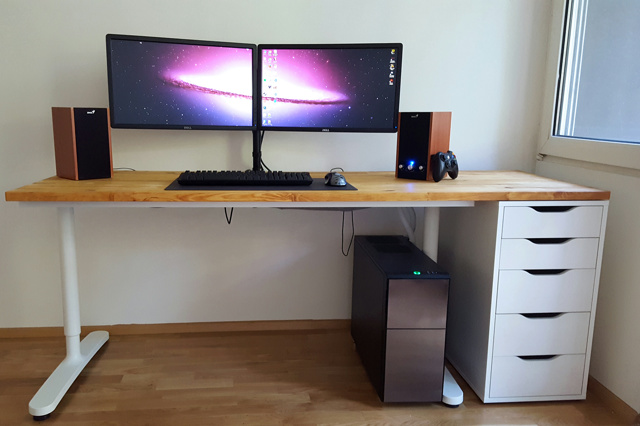 PC_Desk_MultiDisplay96_61.jpg