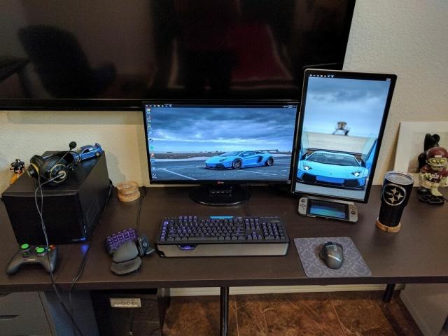 PC_Desk_MultiDisplay96_70.jpg