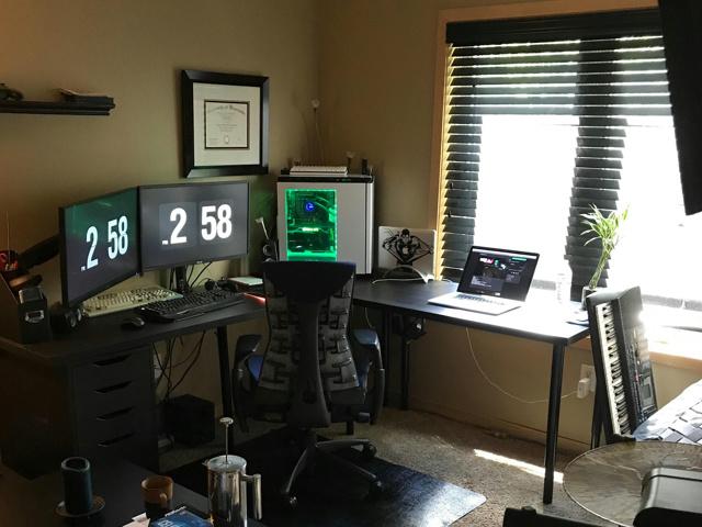 PC_Desk_MultiDisplay96_75.jpg