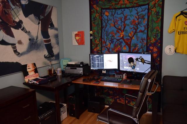 PC_Desk_MultiDisplay96_83.jpg